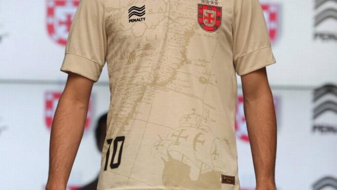 14889862f9 Vasco apresenta seu terceiro uniforme em homenagem ao almirante que ...