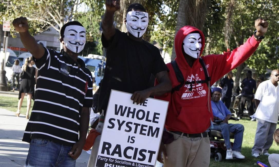 Manifestantes contra o racismo nos EUA Foto: JONATHAN ALCORN / REUTERS
