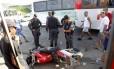 Acidente com moto na Zona Oeste do Rio, com dois mortos: cena frequente