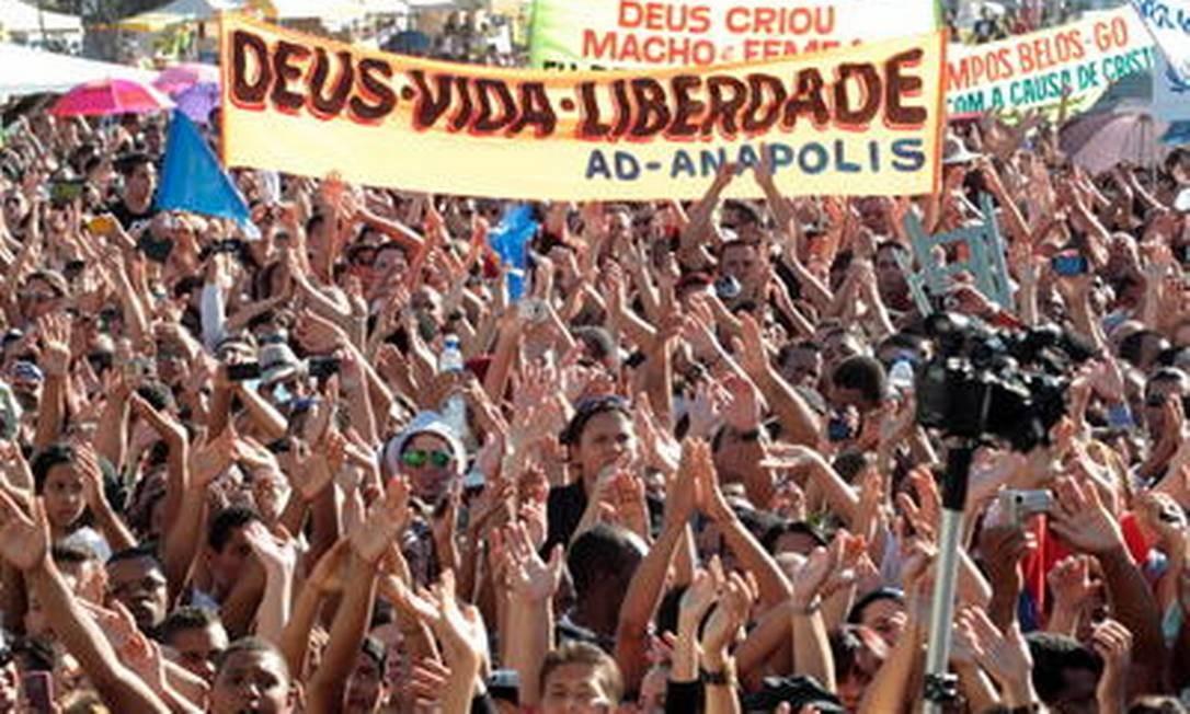 Manifestação de evangélicos na Esplanada dos Ministérios, em junho deste ano, a favor da família tradicional e contra o aborto Foto: Givaldo Barbosa/O Globo