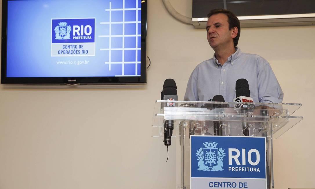 Eduardo Paes em coletiva no Centro de Operações Foto: Raphael Lima / Divulgação / Prefeitura do Rio