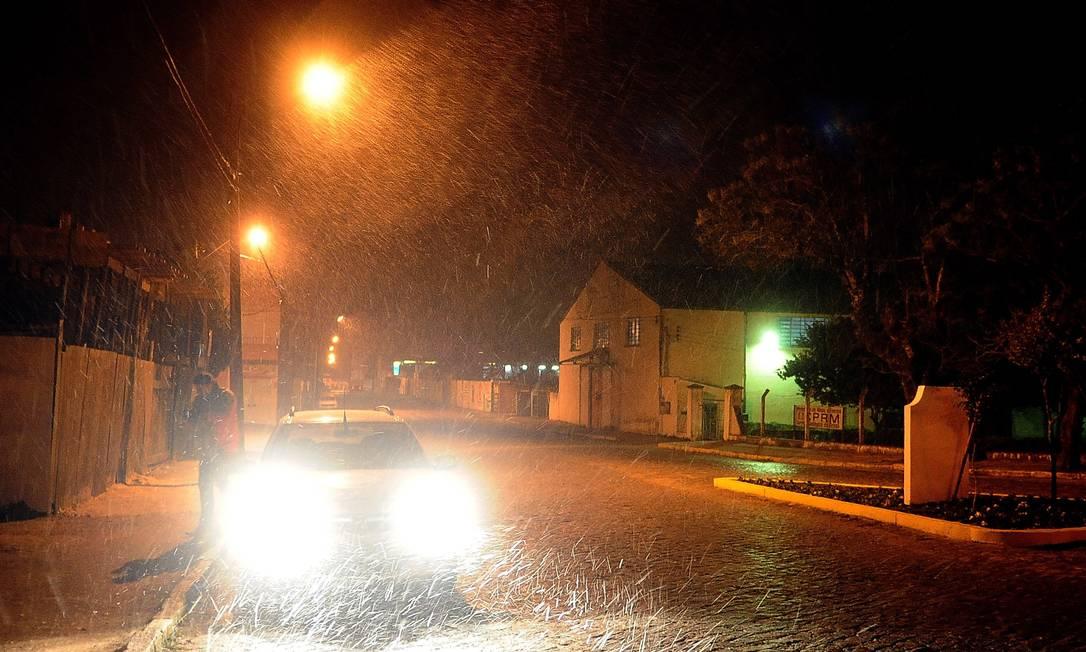 Caçapava do Sul, no Rio Grande do Sul, teve neve na madrugada desta terça-feira. O último registro na cidade tinha sido em 1983 Agência RBS / Cláudio Vaz