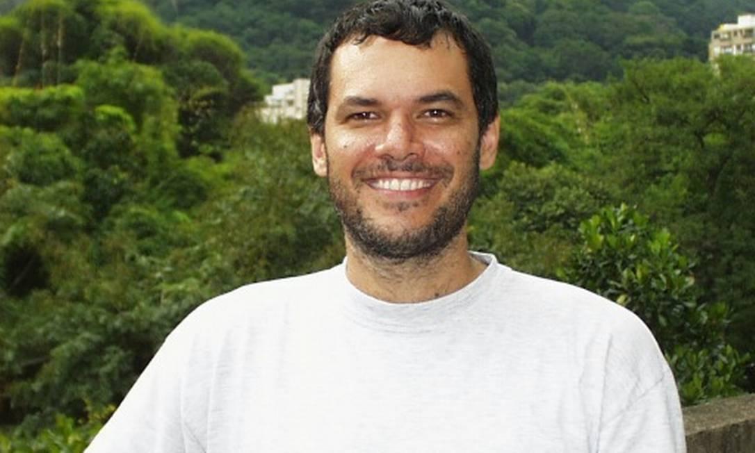 Prof. Roberto Ierusalimschy, com as matas da PUC-Rio, na Gávea, ao fundo Foto: Reprodução