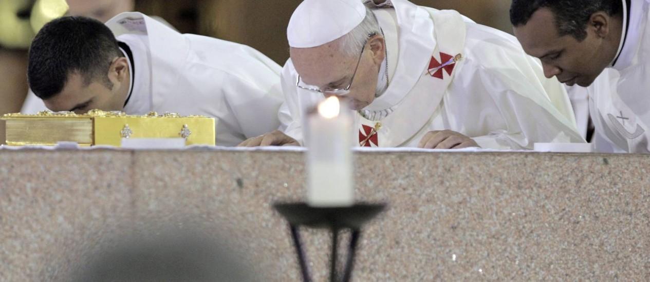 Papa Francisco durante missa na Basílica de Aparecida Foto: Eliaria Andrade / O Globo