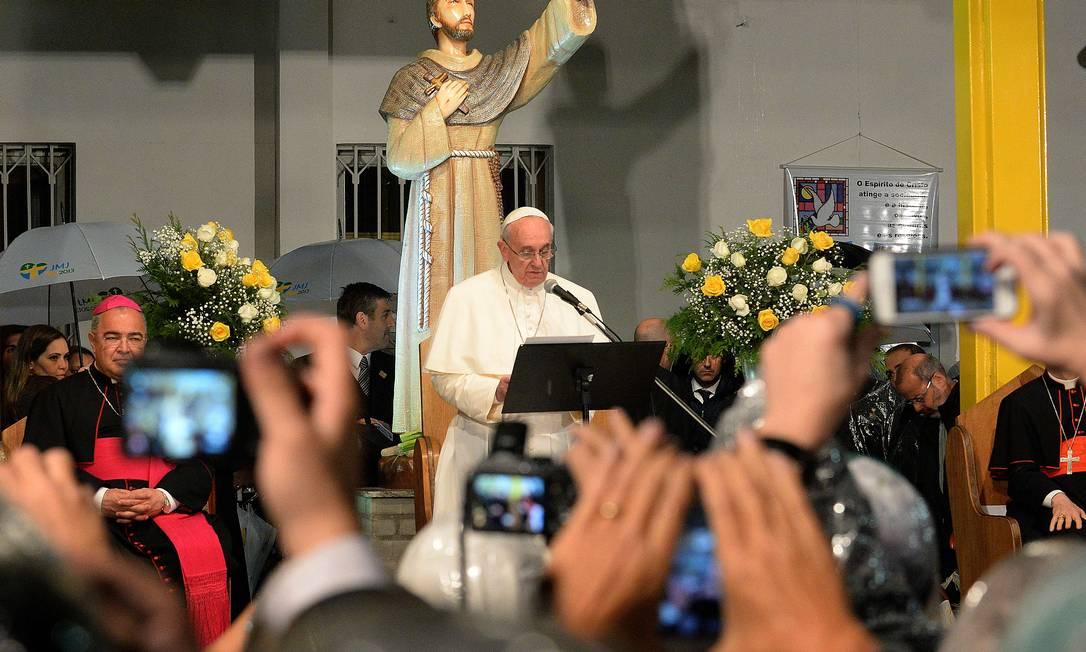 Papa Francisco discursa no Hospital São Francisco de Assis da Penitência de Deus, na Tijuca Foto: TASSO MARCELO / AFP