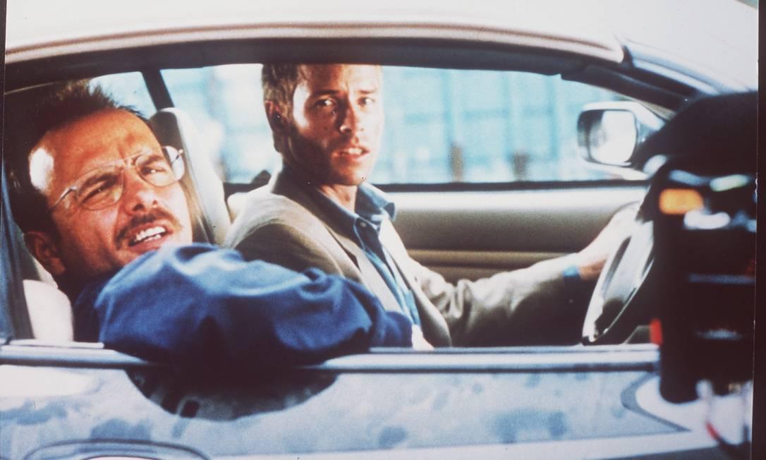 """No filme """"Amnésia"""", Leonard (Guy Pearce) procura o assassino da mulher, mas o trauma causou-lhe uma doença que o impede de gravar na memória fatos recentes, esquecendo o que aconteceu instantes antes Divulgação"""