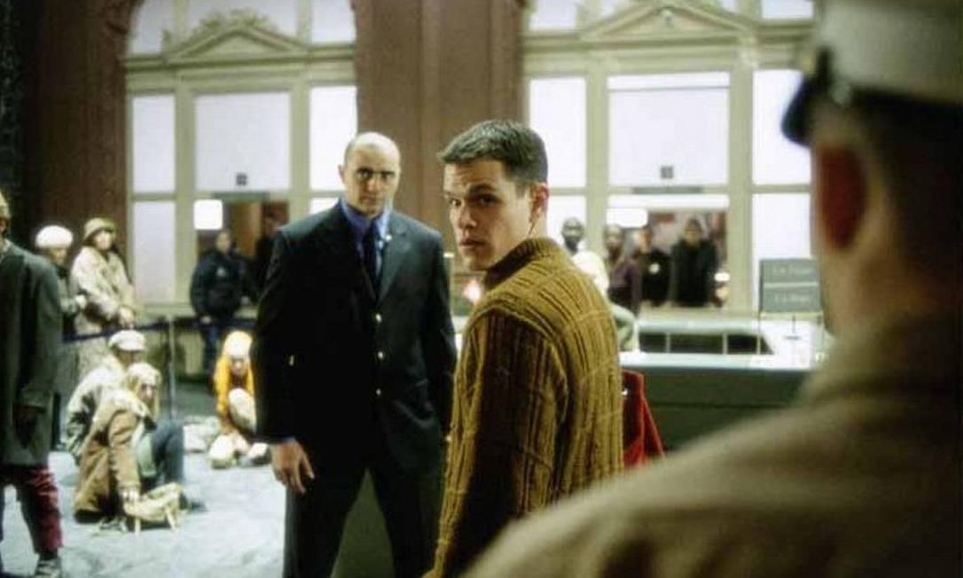 """Em """"Identidade Bourne"""", Matt Damon acorda sem memória. A única pista da sua identidade é um chip que estava implantado em seu quadril, onde estava gravado o número da conta de um banco de Zurique, na Suíça Divulgação"""