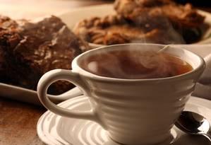 Chá verde tem aminoácido que ajuda o cérebro a relaxar Foto: Ana Branco / Agência O Globo