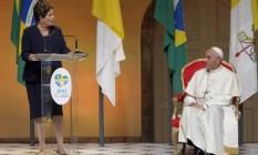 Papa escuta o discurso da presidente no Palácio Guanabara na última segunda-feira - Foto: Ivo Gonzalez / Agência O Globo