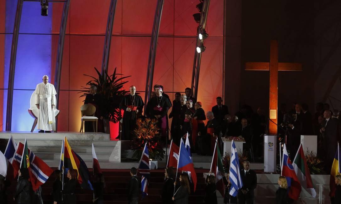 Papa Francisco no Palco de Copacabana, fala aos fiéis na Jornada Mundial da Juventude Foto: Guito Moreto / Agência O Globo