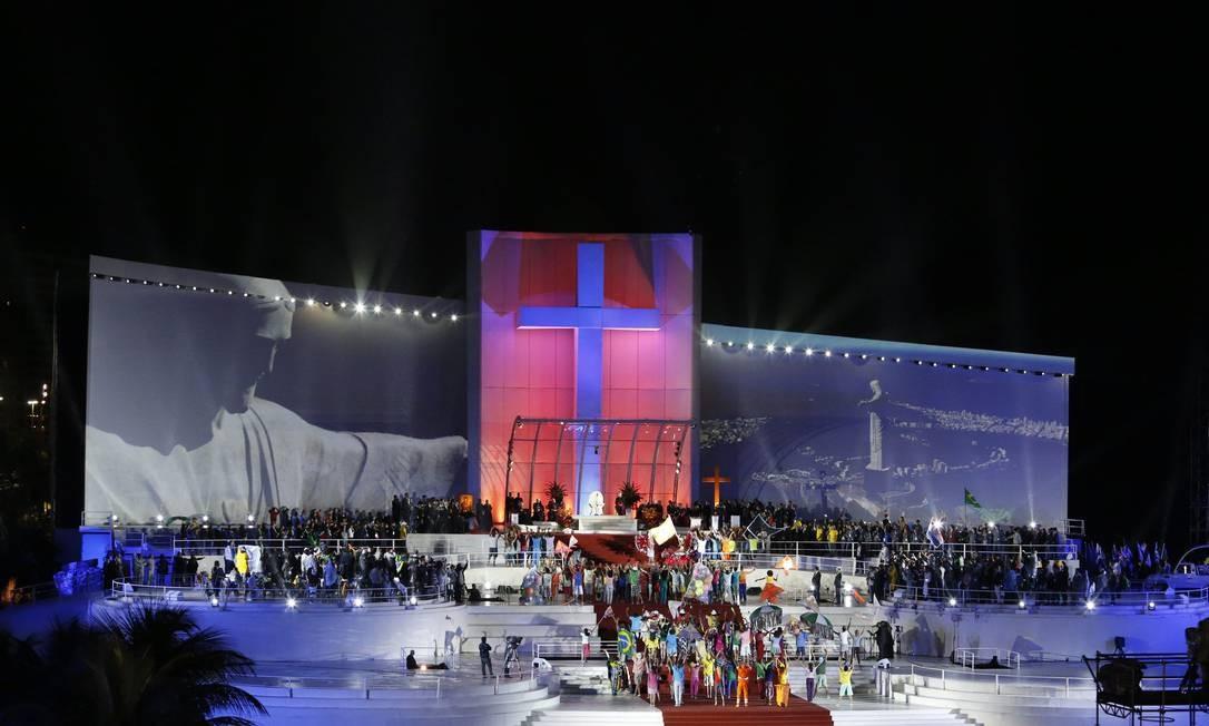 O Cristo Redentor no palco da JMJ Foto: Guito Moreto / Agência O Globo