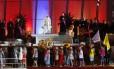Papa Francisco assiste a uma representação no palco de Copacabana, durante a cerimônia de acolhida aos fiéis da JMJ
