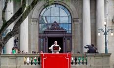 Papa Francisco reza o Angelus Foto: Pedro Kirilos / O Globo