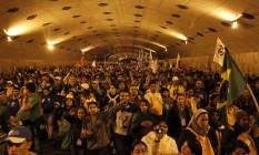 Peregrinos lotam túnel em Copacabana após Via Sacra Foto: Domingos Peixoto / Agência O Globo