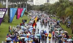 As longas filas formadas por peregrinos no Aterro do Flamengo Foto: Felipe Hanower / Agência O Globo