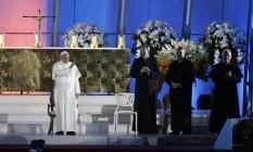 O Papa Francisco no palco da cerimônia de vigília em Copacabana Foto: Guito Moreto / O Globo