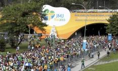 Peregrinos caminham de Copacabana até Botafogo após a missa de encerramento da Jornada Mundial da Juventude Foto: Marcelo Piu / O Globo
