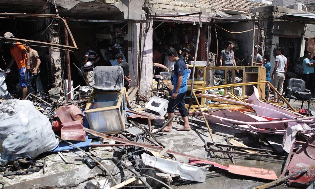 Explosão de carro-bomba atingiu mercado popular na cidade de Basra Foto: REUTERS