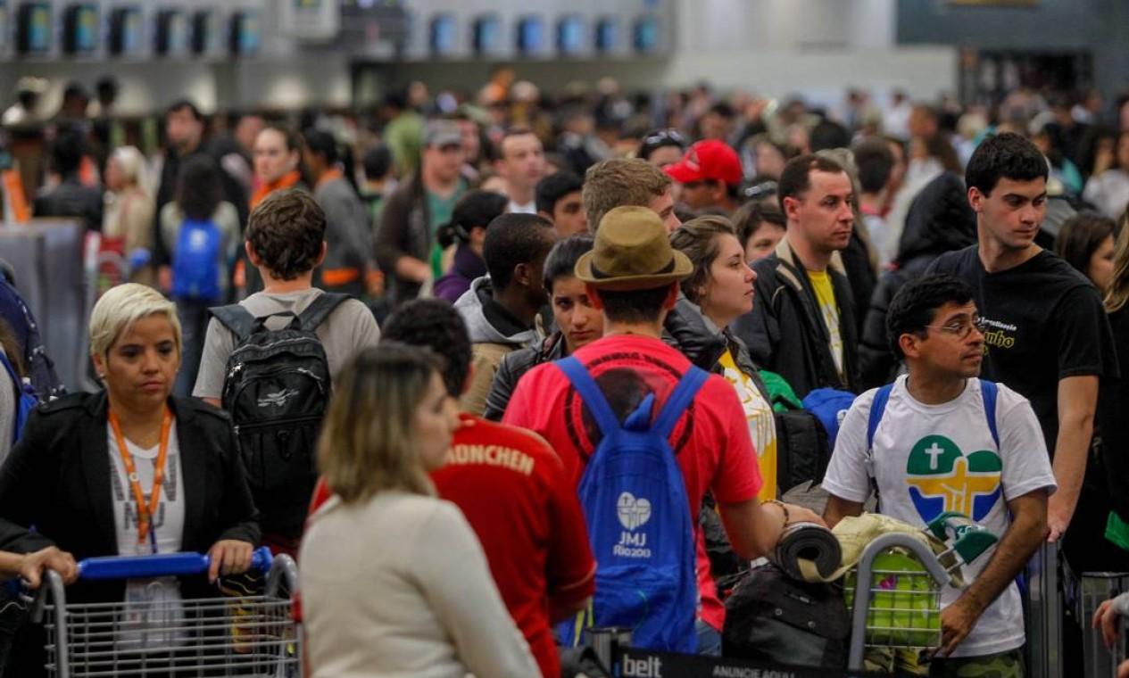 Expectativa da Infraero é de que 64 mil pessoas passem pelo Galeão Foto: Pedro Kirilos / Agência O Globo