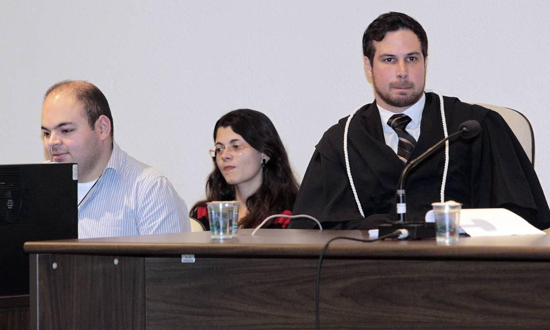 Juiz Rodrigo Pellini, no plenário onde o julgamento está sendo realizado Foto: Eliaria Andrade / Agência O Globo