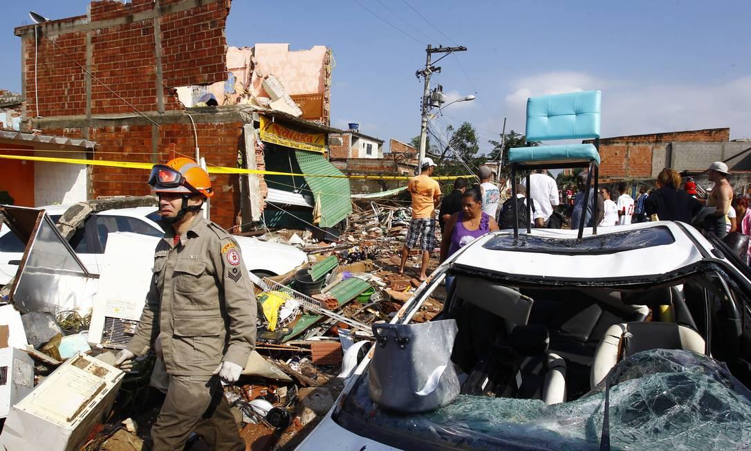 Casas foram destruídas e carros arrastados pela correnteza Pablo Jacob / Agência O Globo