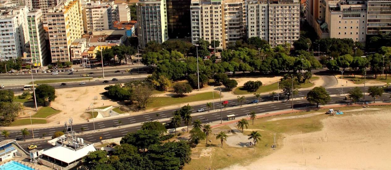 Vista panorâmica da Praia de Botafogo denuncia poluição carregada pelos rios Banana Podre e Berquó - Foto: Custódio Coimbra