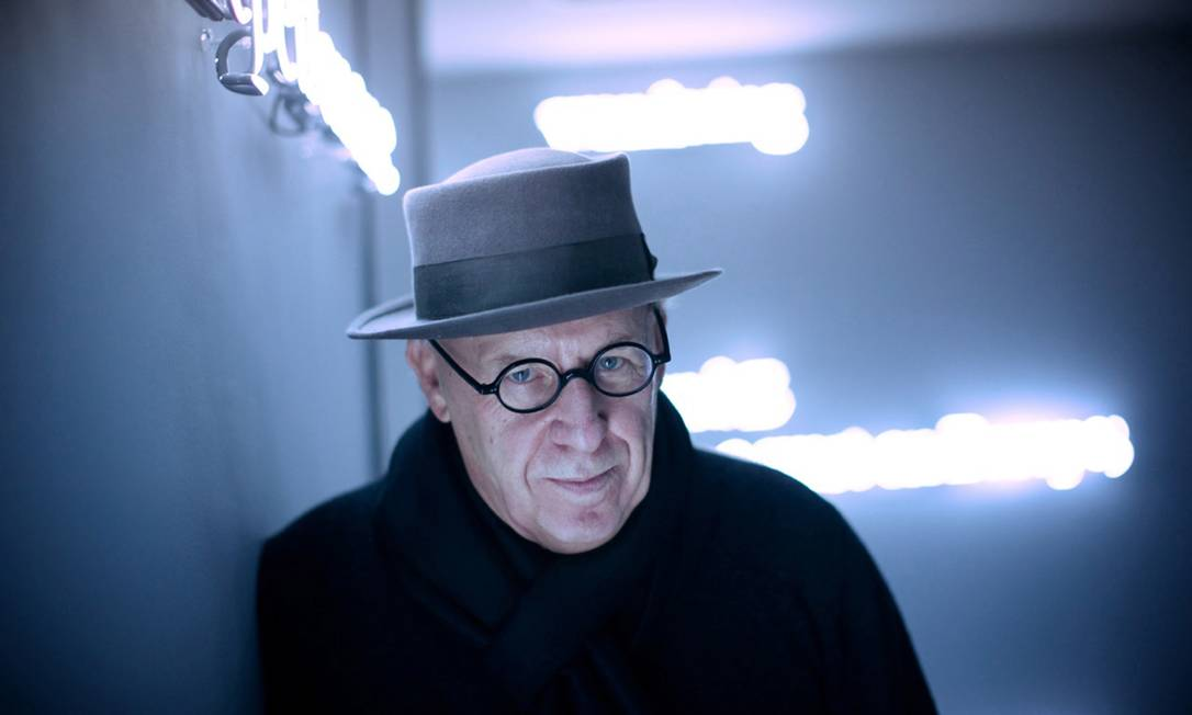 O artista Joseph Kosuth, um dos mais importantes nomes da arte conceitual Foto: Mine Kasapoglu / Divulgação