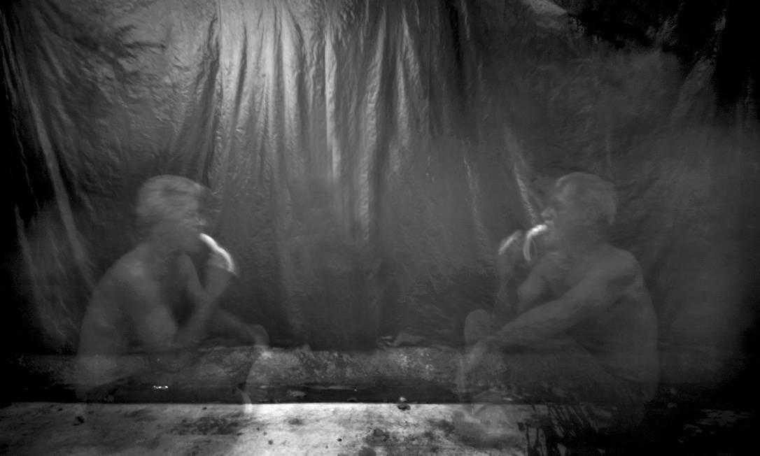 Isolado no apartamento, ele começou a fazer autorretratos Foto: Luiz Alberto Guimarães