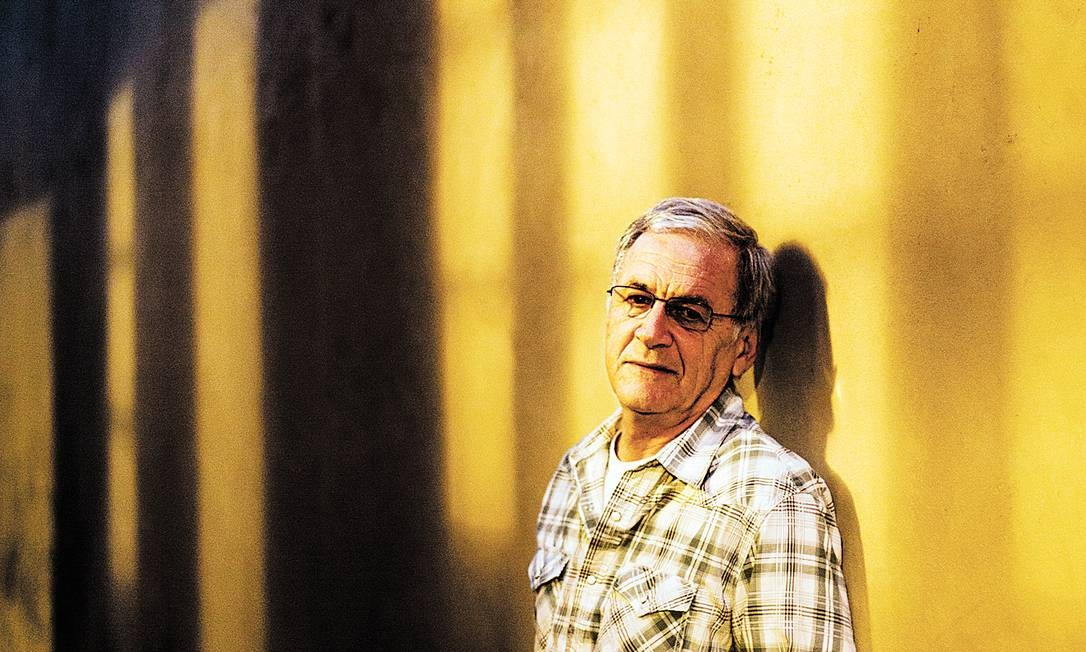 A maior parte das fotografias de Luiz Alberto Guimarães enquanto sofria crises de pânico foi feita no muro da casa da mãe Foto: Fabio Seixo