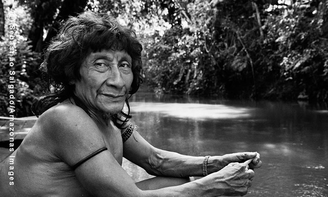 Pirama´a sentado próximo ao rio Caru. Ele é um dos mais importantes caçadores da Aldeia Juriti