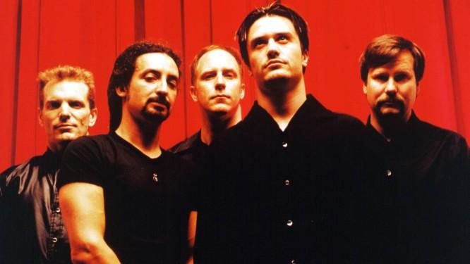 Billy foi um dos fundadores da influente banda de rock que encerrou as atividades em 1997 e voltou em 2009 Foto: Divulgação