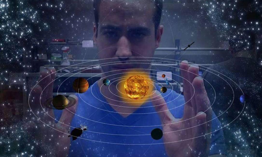 Com as mãos, usuário manipula o sistema solar Foto: Divulgação