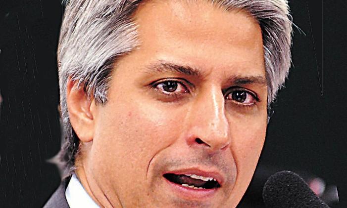 Voo Solo. Molon defende fim da aliança com PMDB Foto: Terceiro / Divulgação/22-01-2012