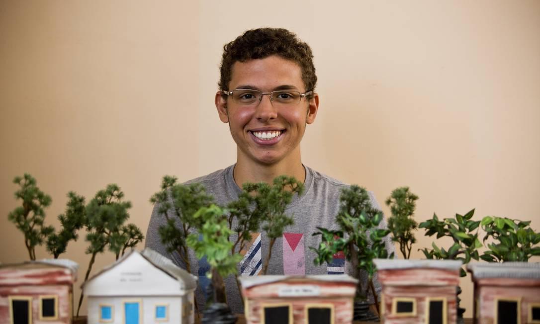 O carioca Luiz Carlos Guedes, mais conhecido como Luti, de 20 anos, construiu um colégio e bibliotecas na Ilha de Marajó Paula Giolito / Agência O Globo