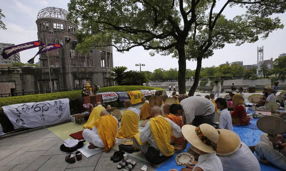 Estima-se que 140 mil pessoas tenham perdido a vida com o ataque à cidade Shizuo Kambayashi / AP