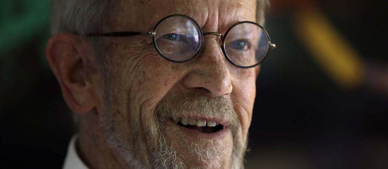 O escritor Elmore Leonard, em foto de 2012 Foto: Paul Sancya / AP