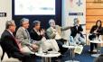 Debates. A partir da esquerda: Renato Abreu (PME), Vicente Paulo Loureiro (governo do Estado) Mauro Osório (UFRJ), George Vidor (O GLOBO), Cezar Vasquez (Sebrae) e Adriana Freitas (Iets)