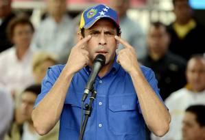 Durante pronunciamento, Henrique Capriles denuncia fraudes em última eleições presidenciais Foto: LEO RAMIREZ / AFP