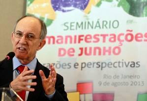 Presidente do PT, Rui Falcão discursa em seminário sobre manifestações de rua no país Foto: O Globo / Gustavo Miranda