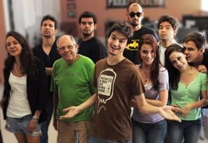 """Felipe Neto junto com o elenco de """"A Toca"""", série especial para o Netflix Foto: Divulgação"""