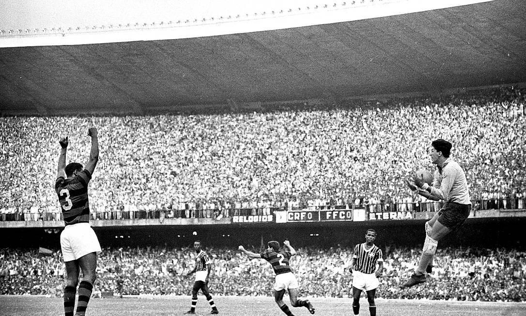 Flamengo e Fluminense empataram sem gols na decisão do Carioca de 1963, resultado que deu o título ao Flamengo Foto: Arquivo O Globo / Agência O Globo