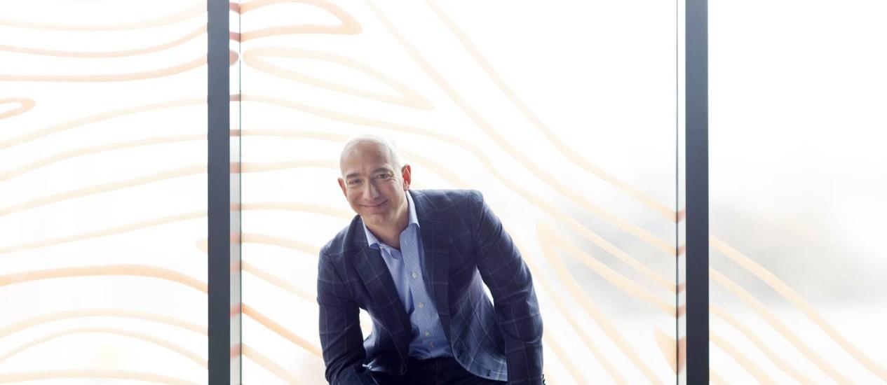 """O escolhido. Foco na experiência do consumidor pode ajudar Jeff Bezos na dura tarefa de liderar a transição do """"Washington Post"""" para o novo ambiente das mídias móveis digitais Foto: Matthew Ryan Williams/The New York Times"""
