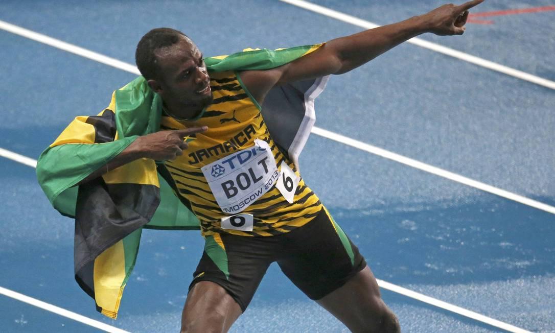 Usain Bolt faz sua tradicional comemoração após vencer os 100m no Mundial de Moscou Foto: GRIGORY DUKOR / REUTERS