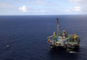 Plataforma P-51, na Bacia de Campos: No segundo trimestre do ano produção de petróleo atingiu 1,93 milhão de barris diários, 1% superior ao dos três meses anteriores Foto: Bloomberg