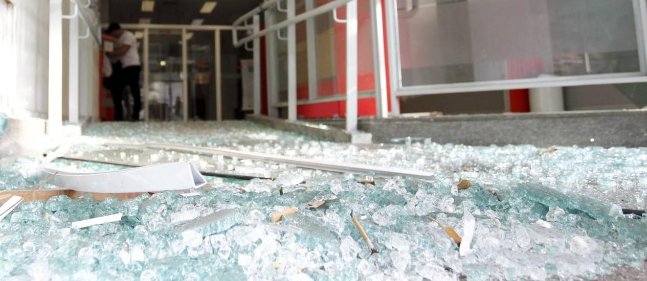 xprotesto-rio.jpg.pagespeed.ic.-ysqyIqYlX Vidrocracia brasileira: Reflexões sobre a modernidade de vidro no Brasil