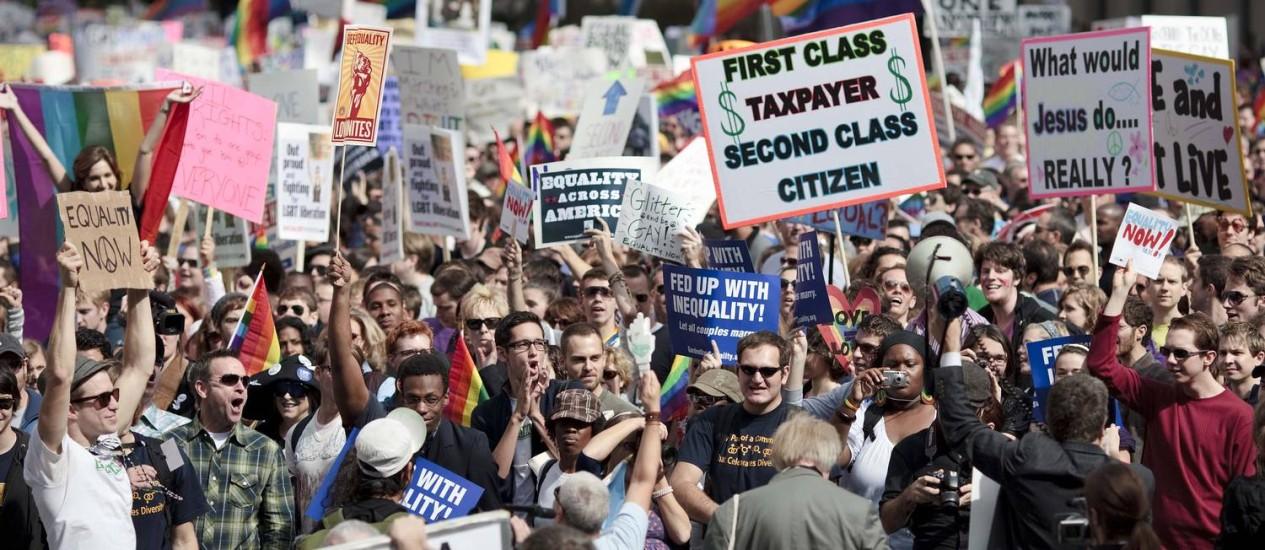 Ativistas pelos direitos de homossexuais em passeata em Washington Foto: BRENDAN SMIALOWSKI;bs/kle / AFP