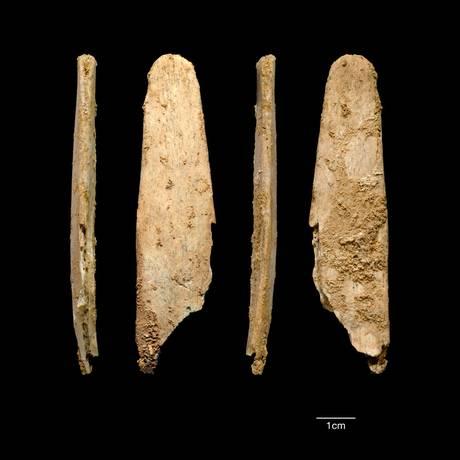 Quatro vistas do mais completo e bem preservado lissoir encontrado no sítio paleolítico de Abri Peyrony, no Sudoeste da França Foto: Divulgação/Projetos Abri Peyrony & Pech-de-l'Azé
