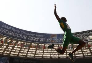 Mauro Vinícius da Silva, o Duda, se classificou para a final do salto em distância em Moscou Foto: ADRIAN DENNIS / AFP