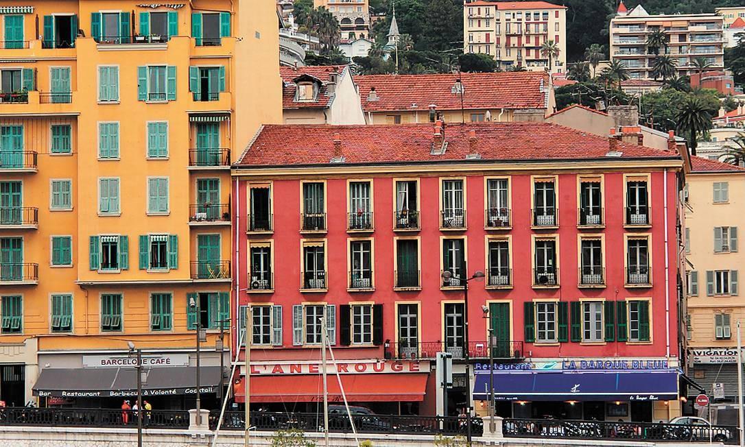 O porto de Nice e o casario no estilo das construção da Ligúria. Bruno Agostini / O Globo