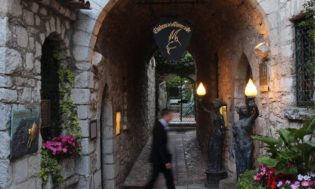 O La Chèvre D'Or é um hotel com ares de vila, com suas construções em pedra, em Èze. Bruno Agostini / O Globo
